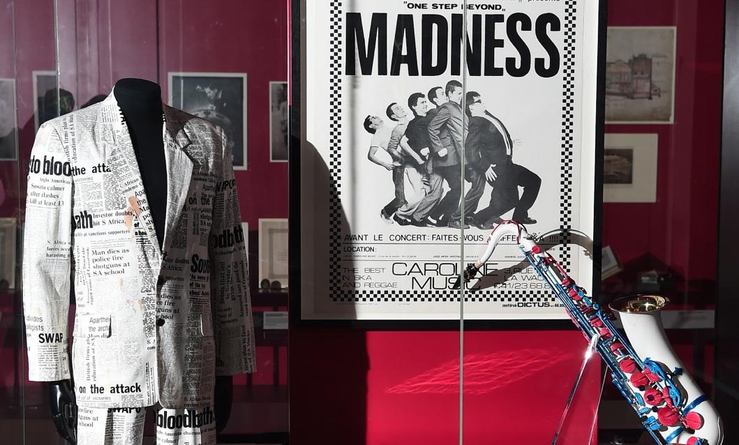 V&A celebra los 40 años de Madness con la adquisición de los instrumentos y trajes de la banda