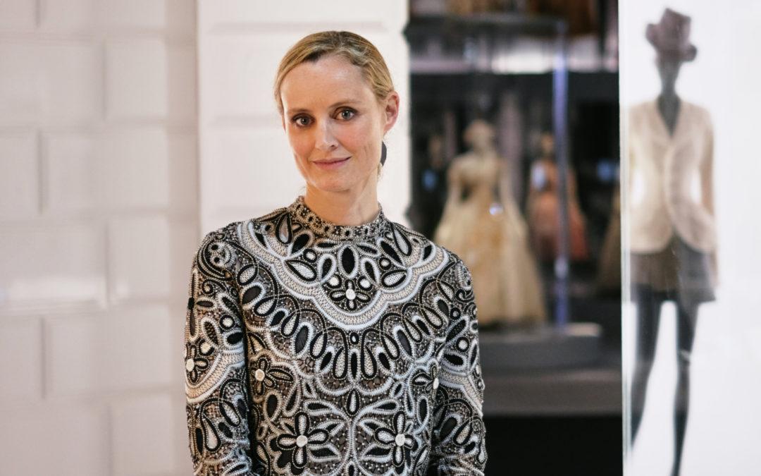 La curadora de moda de V&A -el museo de Victoria & Alberto, en Londres-, Oriole Cullen